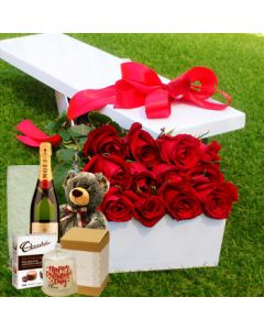 12 Red Roses Unique Gift Set Box